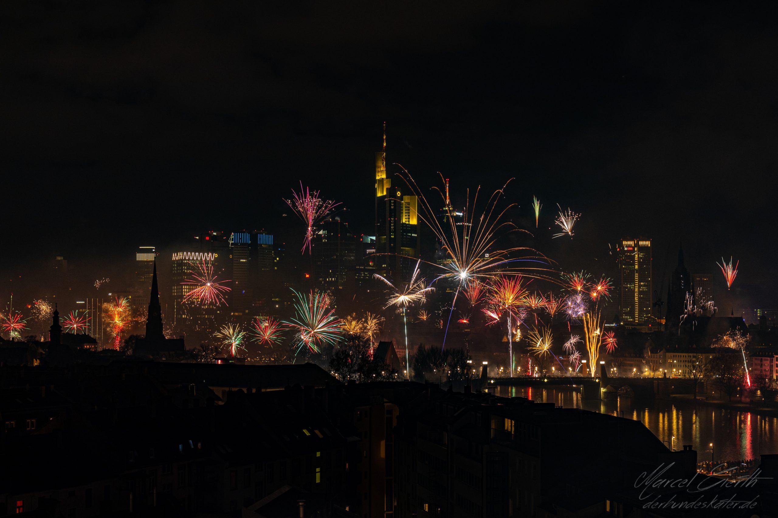 Rückblick: Feuerwerk in Frankfurt - Fotograf: Marcel Gierth