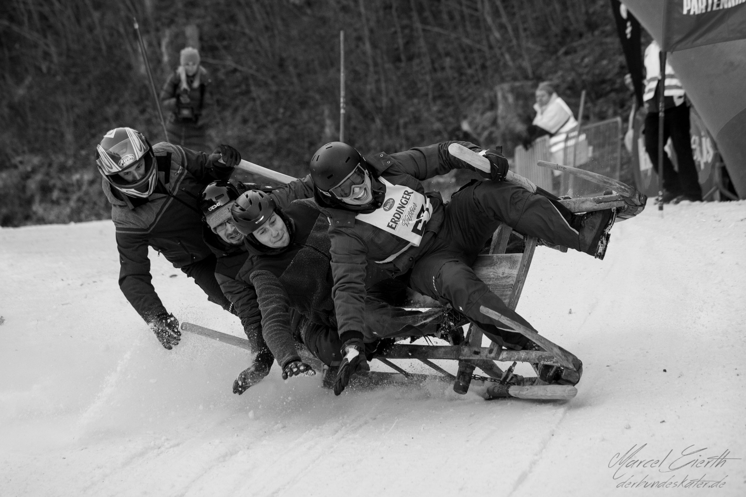 Rückblick: Crash beim Schlittenrennen Fotograf: Marcel Gierth